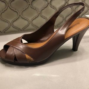 Like new brown sandal heels